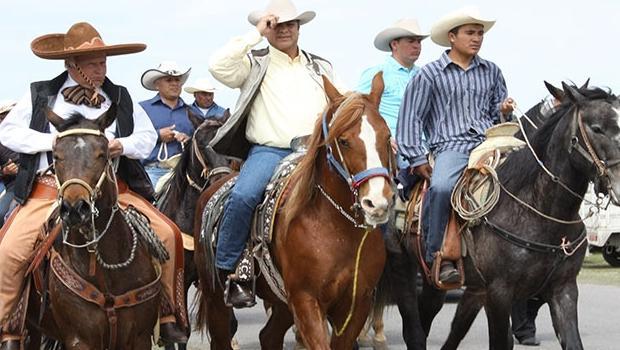 Bronco a caballo