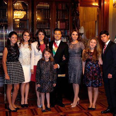 Peña nieto y familia